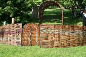 Prútený plot s bránkou